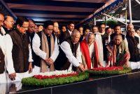 বিজয় দিবসে বঙ্গবন্ধু শেখ মুজিবুর রহমানের প্রতিকৃতিতে আওয়ামী লীগসহ বিভিন্ন সংগঠনের শ্রদ্ধা